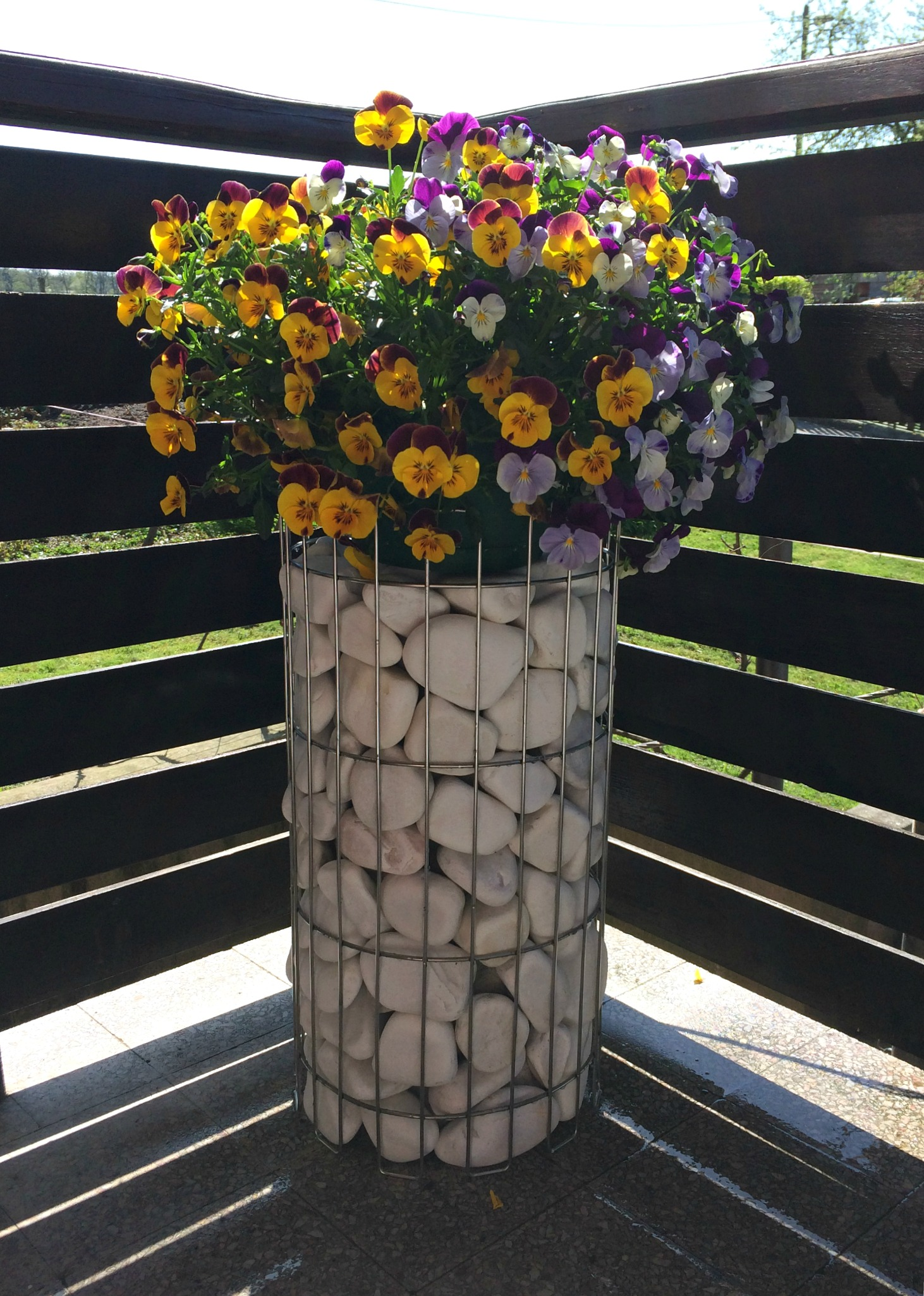 Gabion pillar